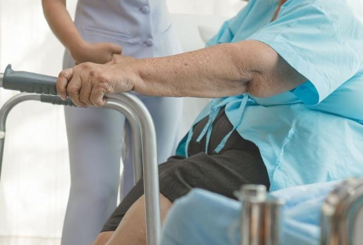 Уход за людьми с травмами и переломами