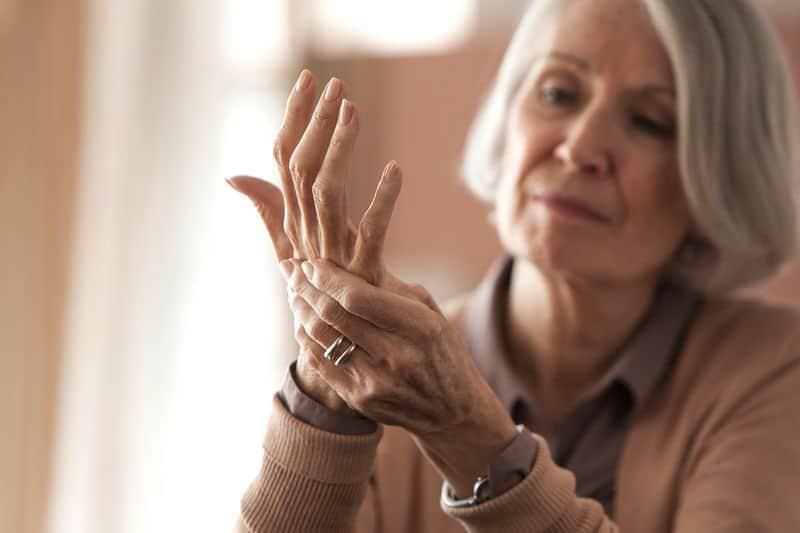 Боли в суставах у пожилых людей