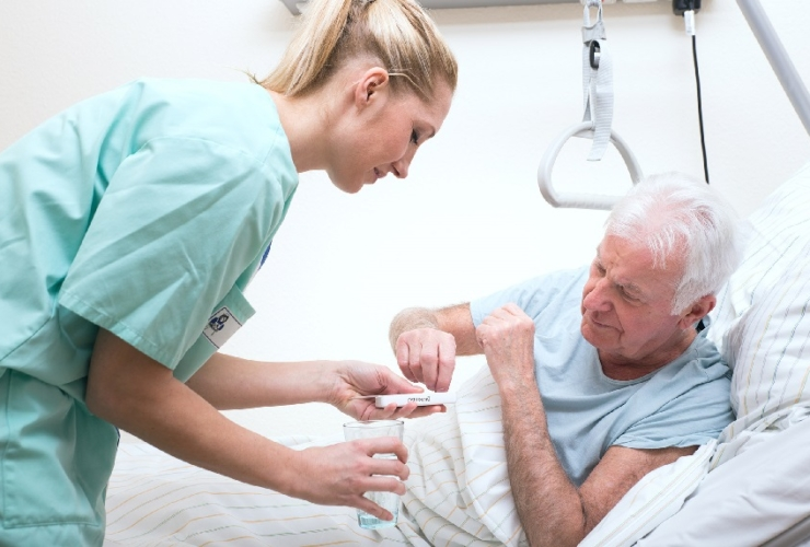 Уход за пожилыми людьми с невралгией